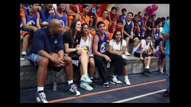 Darvin Ham, Kayte Christensen and Greivis Vasquez sit with clinic participants.