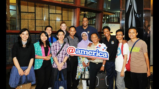 """The Envoys visit the """"@america"""" facility in Jakarta. """"@america"""" is a cultural center where you can explore and experience the United States."""