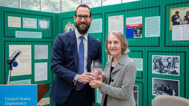Mark Strohr present the Citizen Diplomacy Award to Elsa Nicolovius
