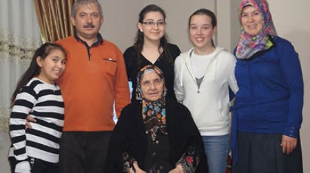 Samantha with her host family